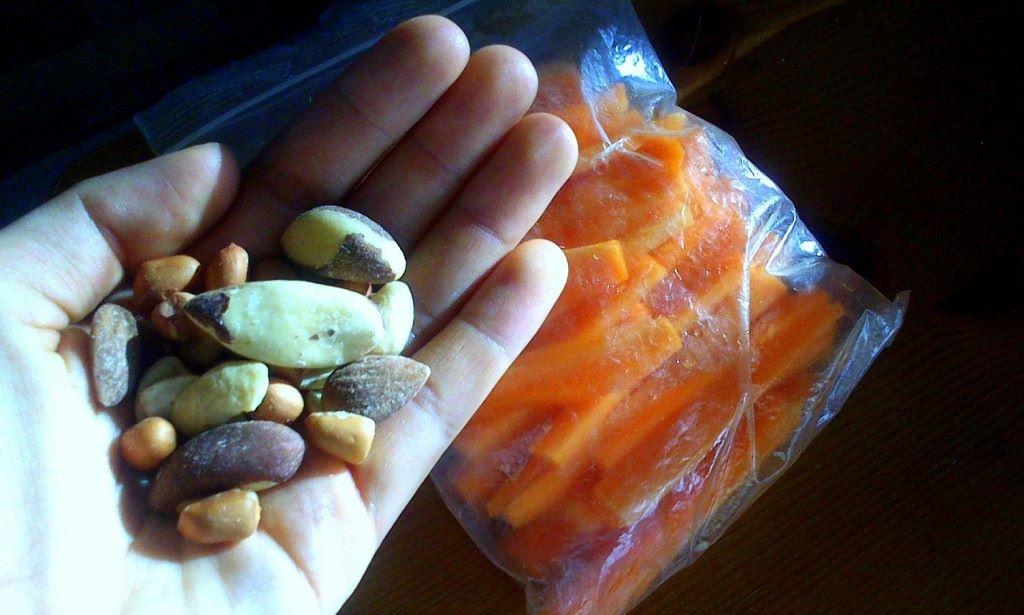 Pähkinöitä ja porkkanoita valmiina kohta starttaavaa työreissua varten :P