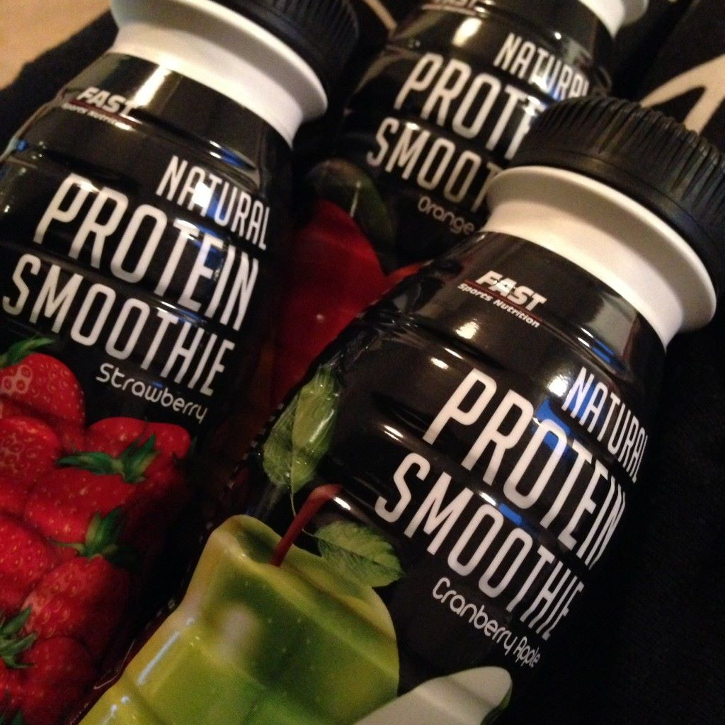 Fast Protein Smoothie - makuina: mansikka, appelsiini-mango, karpalo-omena ja kookos-ananas