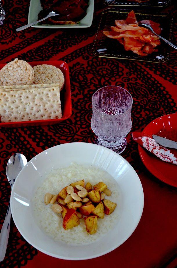 Riisipuuro, mantelilla ja omenalla