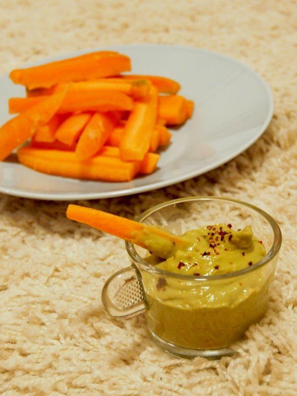 Guacamole ja porkkanatikut