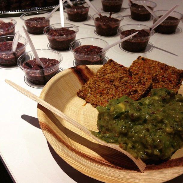 CocoVi raakaruoka-tarjoilu